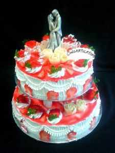 whipped topping,strawberry miroir and chocolate couple