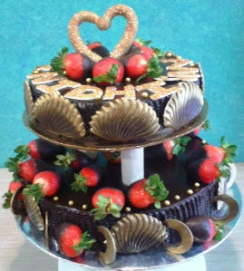 chocolate fans and rings decorate this cake